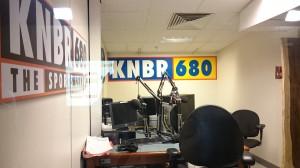 ラジオ中継のための放送ブース 2015年8月15日 アメリカ・サンフランシスコAT&Tパークにて  筆者撮影